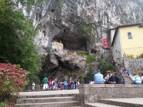 La Santa Cueva de la Virgen de Covadonga