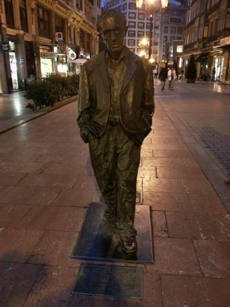 Estatua de Woody Allen, en Oviedo